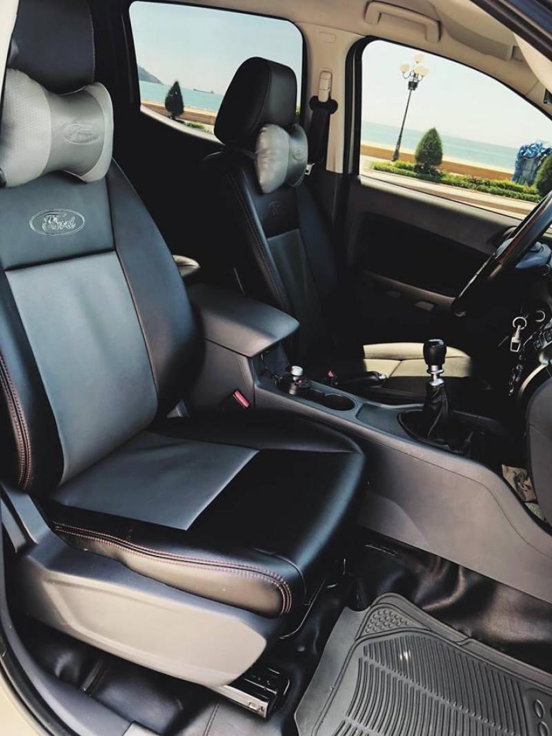 Bán gấp xe Ford Ranger đời 2014 bản  XLS, số sàn máy dầu,màu bạc