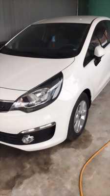 Cần bán một Xe kia rio trắng còn rất mới, đảm bảo xe chất lượng và tốt