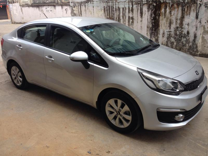 Cần bán xe Kia Rio 2015 số sàn màu bạc