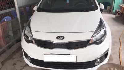 Cần bán lại xe Kia Rio đời 2015 màu trắng, xe còn mới cáo giá có fix