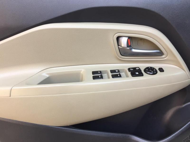 Cần bán xe Kia Rio 1.4AT 2016 màu trắng nhập khẩu HQ