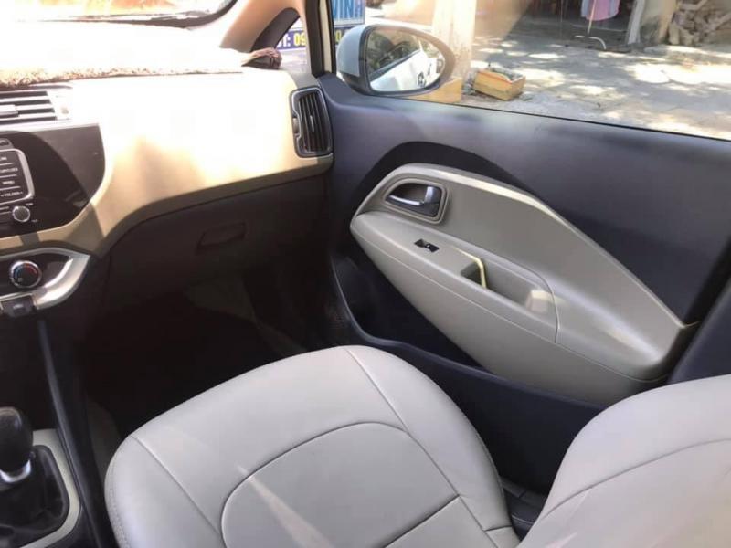 Bán Kia RiO 2015 số sàn màu Trắng xe như mới.