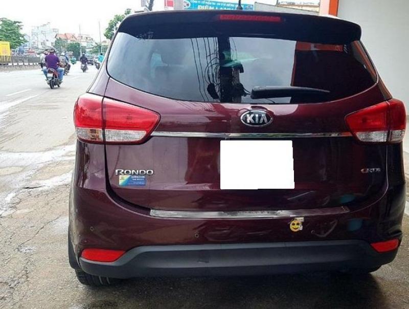 Cần bán xe kia Rondo 2017, số tự động, máy dầu, màu đỏ đô cực mới.