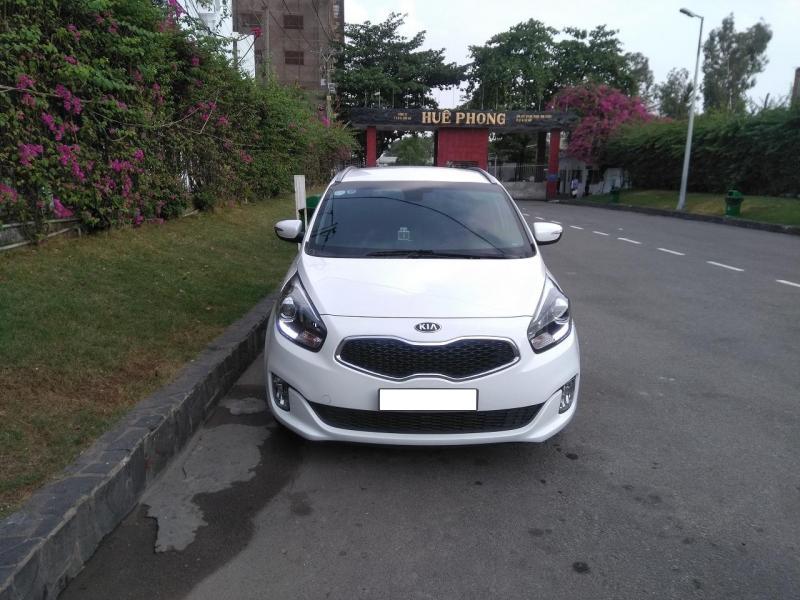 Cần bán xe Kia Rondo 2017 số tự động màu trắng