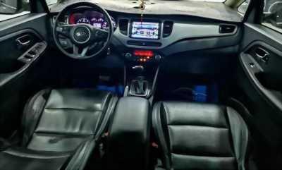 Cần bán xe kia Rondo 2017, số tự động, máy dầu, màu đỏ đô
