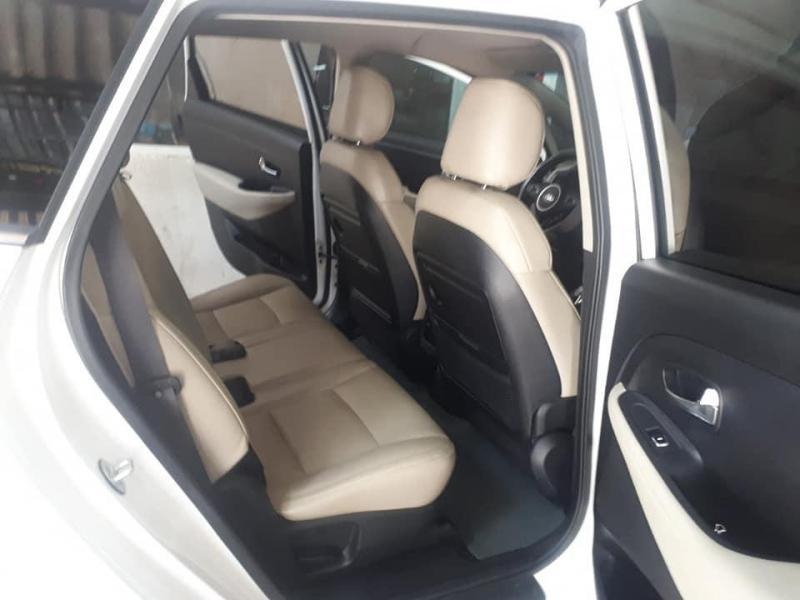 Cần tiền bán Kia Rondo 2016, số tự động, màu trắng, TPHCM