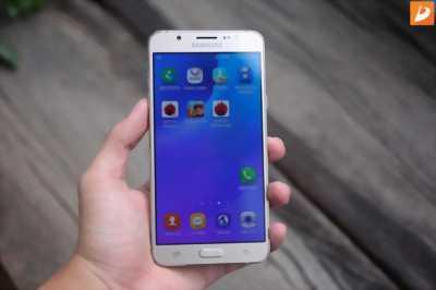 Samsung j7 2016 màu trắng đẹp không trây xuoc