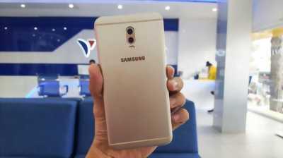 Samsung Galaxy J7+ Vàng 32 GB