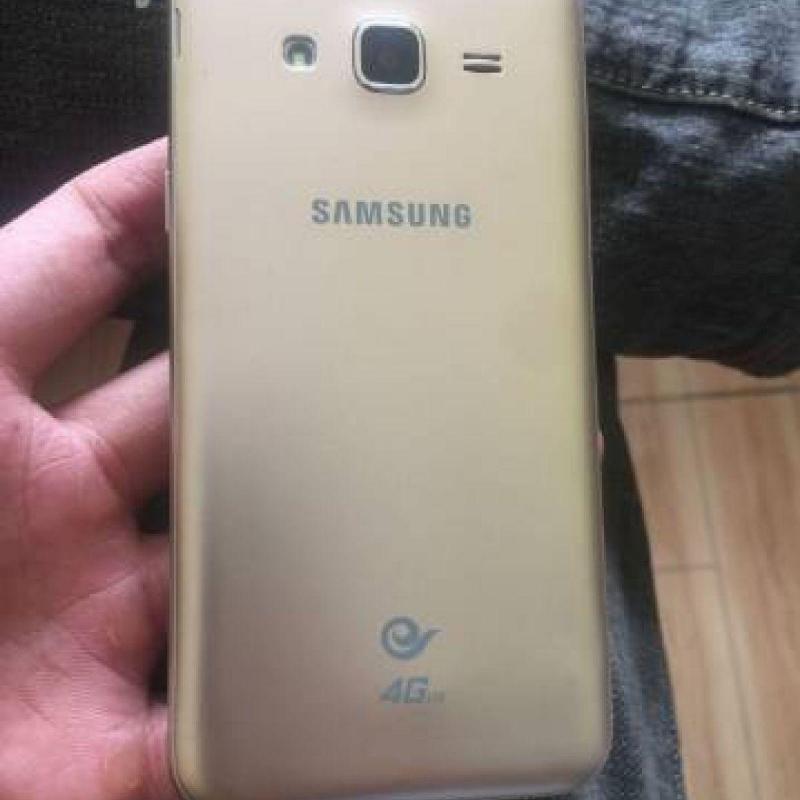 Samsung Galaxy J3 màu vàng đồng 16G