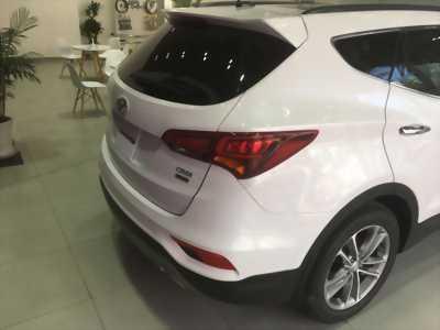 Bán Hyundai Santa Fe 2.2 AT 4WD (bản dầu) 2017