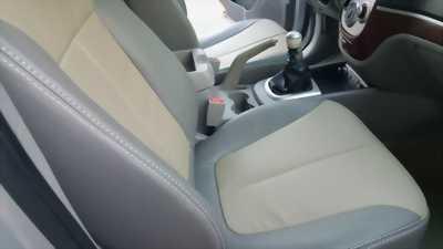 Cần bán xe Hyundai Santafe 2010 số sàn màu bạc mới leng keng