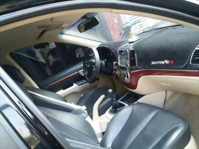 Cần bán xe Hyundai Santafe 2010 số sàn màu đen, gia đình sử dụng kĩ đẹp long lanh