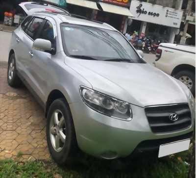 Cần bán Hyundai SantaFe 2009 số sàn, máy xăng, màu Bạc.