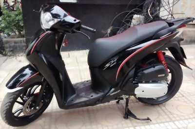 Honda SH 150i Việt Sport 2014 màu đen rất ít đi.