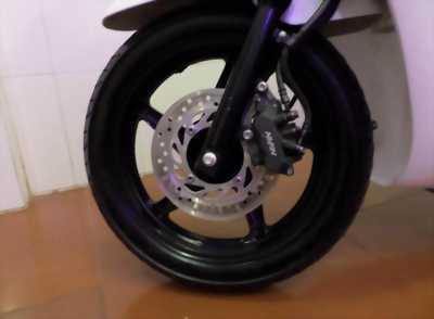 Cần tiền nên bán gấp SH 125cc mẫu Ý trắng đen sport 2k10 với giá tốt
