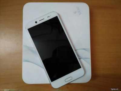 Bán HTC 10 Evo bản xách tay màu bạc huyện tương dương
