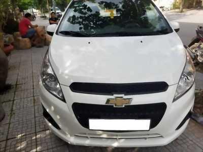 Cần bán xe Chevrolet Spark đời 2015 số sàn màu trắng