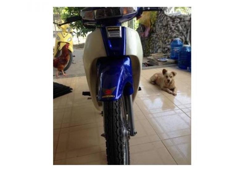 Bán con xe XIPO zin 120cc màu xanh, 1l xăng chạy được 35km, bô nổ giòn, ai quan tâm liện hệ mình nha