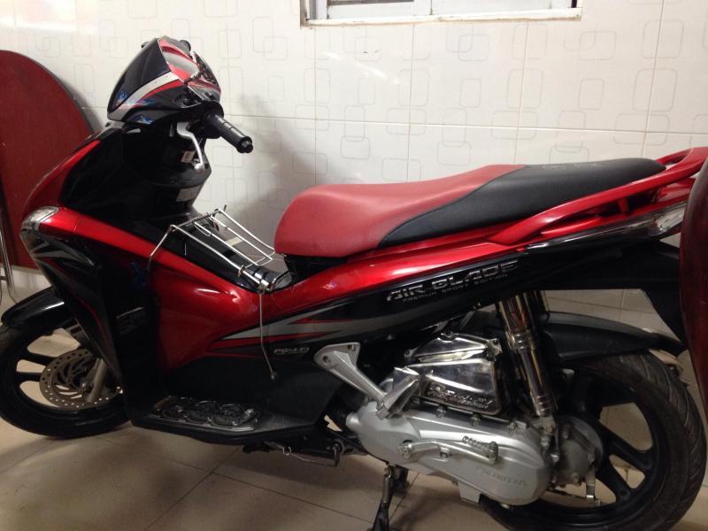 Airblade 2012 màu đỏ trắng. Chạy còn rất êm