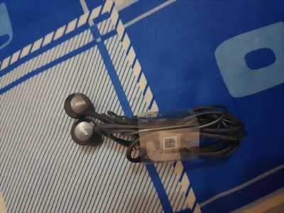 Cần bán tai nghe chính hãng samsung hàng new 98%