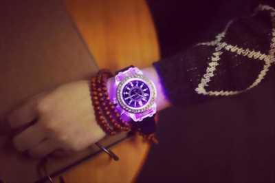 Vòng đeo tay đồng hồ , led