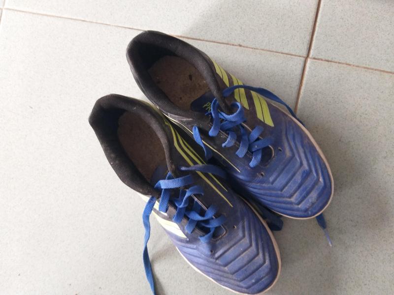 Cần bán giày gắp