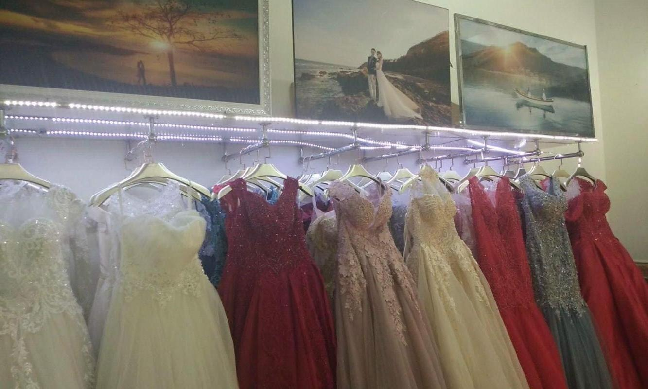 Sang cửa hàng áo cưới