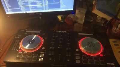 Bàn DJ Numark Mixtrack Pro 3