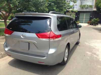Bán xe Toyota Sienna đời 2011 nhập khẩu Mỹ, màu bạc