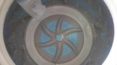 Nhà tôi cần bán một máy giặt hiệu TOSHIBA 9kg invrter  zin từ a-z