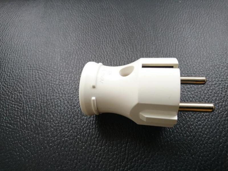 Tại sao ổ cắm điện hàn quốc lại để góc 45 độ
