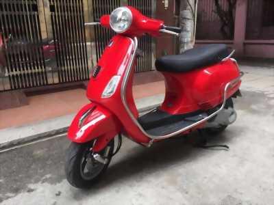 Vespa 3v ie s màu đỏ mù tại Sơn Trà Đà Nẵng