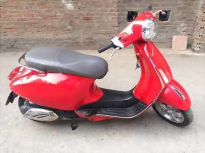 Piaggio vespa màu đỏ thời trang , xe nhập khẩu