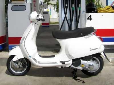 Piaggio Vespa màu trắng đen vuông chính chủ biểnHN