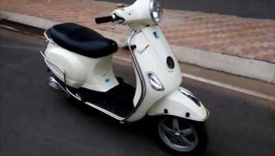 Piaggio Vespa LX 125cc, màu trắng sữa