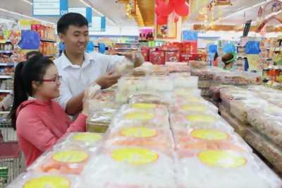 Nhân viên bán hàng bánh kẹo