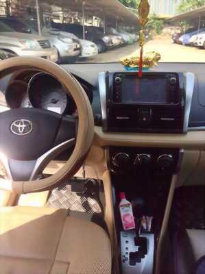 Nhà mình cần bán xe Toyota Vios số tự động sản xuất 2017 màu Bạc còn rất mới