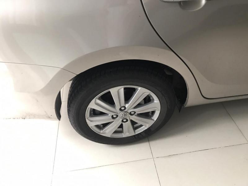 Cần bán xe Toyota Vios 1.5E 2016 số tự động màu vàng cát