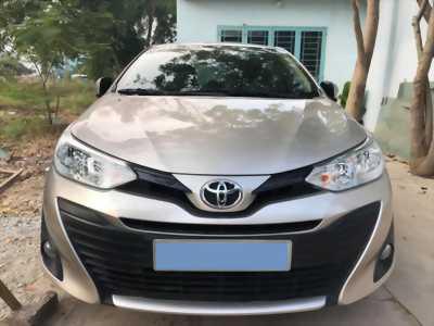 Cần bán xe Toyota Vios 2018 số tự động màu vàng cát fom mới