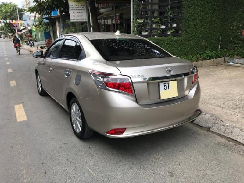 Cần bán xe Toyota Vios 2017 màu nâu vàng số tự động