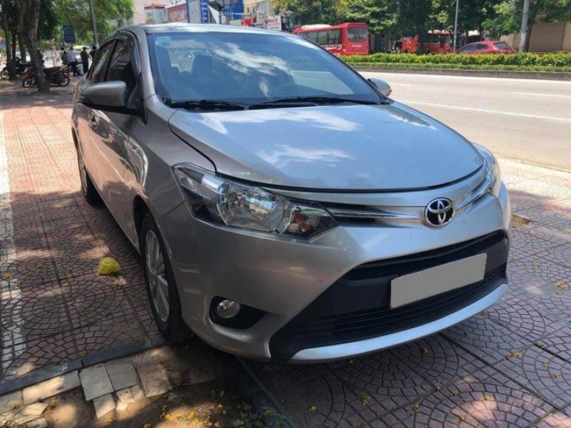 Bán Toyota Vios 2017 số sàn màu Bạc gia đình đi kỹ