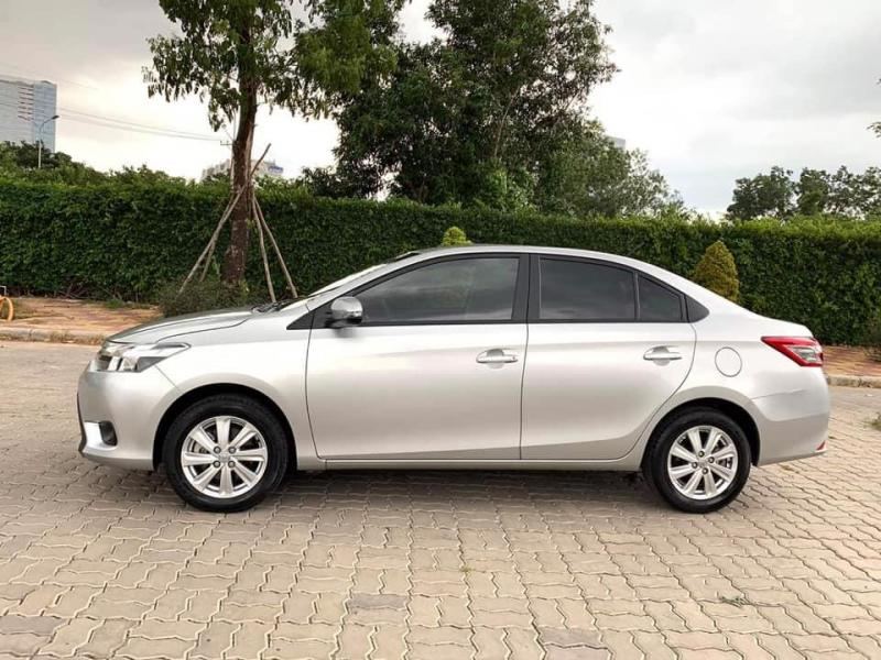 Gia đình cần bán xe Vios 2017, số sàn, màu bạc, gia đình sử dụng.