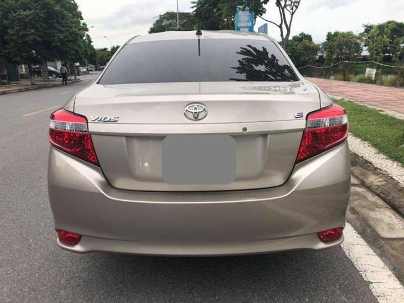 Bán Toyota Vios E 2017 vàng cát số sàn tạ Quận 7