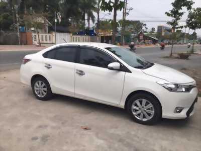 Cần bán xe Toyota Vios 2017 số sàn màu trắng nội thất kem