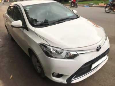 Cần bán xe Toyota Vios 2017 số sàn màu Trắng