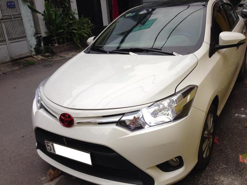 Cần bán xe Toyota Vios đời 2017 số tự động màu trắng