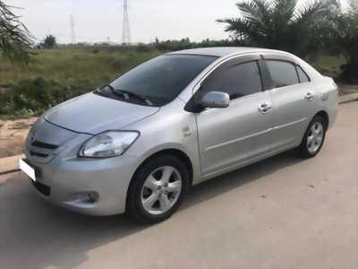Cần bán gấp Toyota Vios 2008 số tự động. Xe màu bạc