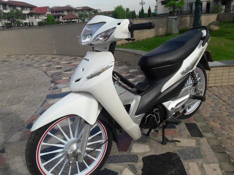 Honda Wave zx trắng vành đúc