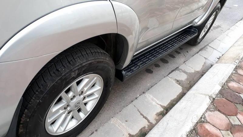 Cần bán xe Toyota Fortuner 2013 máy xăng số tự động màu bạc cực mới,