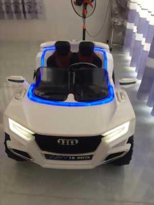 Xe ôtô điện,có 2 chỗ ngồi,có còi,đèn,dây thắt an toàn 2 chỗ